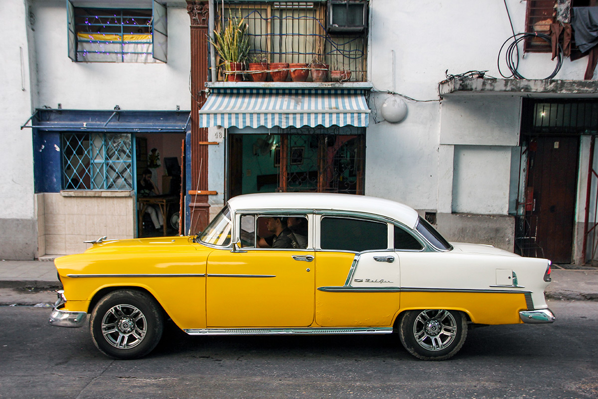 Private car rented to move around Cuba