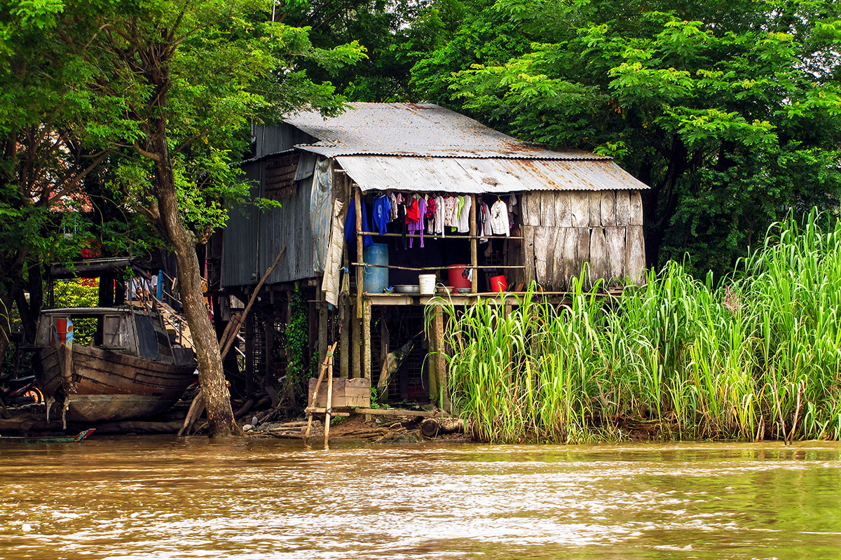 Poor living conditions along River Mekong
